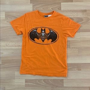 Cute Batman Logo shirt Size M
